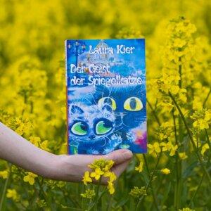 Der Geist der Spiegelkatze im Rapsfeld Buchfoto
